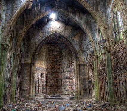 Le silence des Églises au N.O.M. de dieu pour les siècles et les siècles ?…