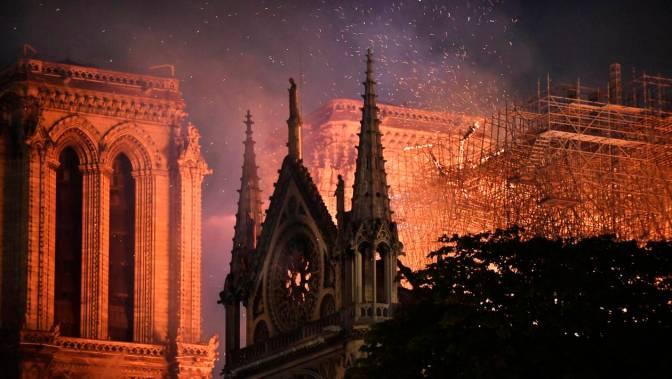 15 AVRIL 2019 – 18 H 54 MN – Notre-Drame-de-Paris…